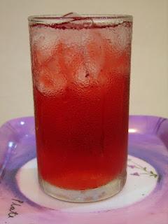 infusion d'hibiscus glacée, une boisson fraîche