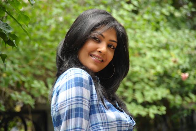 Kamalini Mukherjee at Promotion of Virodhi Telugu movie