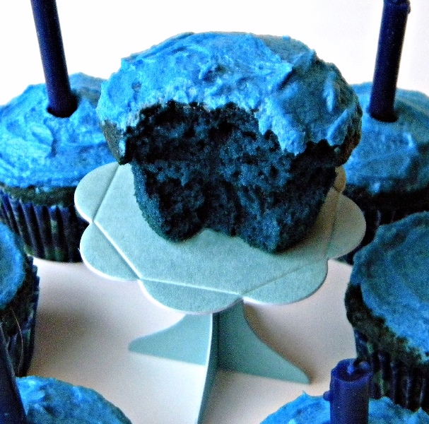 Mystery Lovers Kitchen Blue Velvet Cupcakes And A