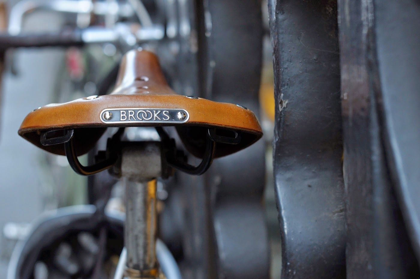 Bespoke, vintage, custom, Tim Macauley, The Biketorialist, The Light Monkey Collective, Melbourne, flinders lane, bicycle, road bike, Apollo, bike, setup, shimano, 600, groupset, brooks, saddle, seat,