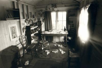 http://1.bp.blogspot.com/-oWxDmuRQ2hU/Tg6ef8etuaI/AAAAAAAAJbs/KX_FbBLBZBk/s400/Dylan+Thomas+Writing+Room%252C+Wales%252C+UK%252C+by+Mark+Nelson+%2528Canopy-Corbis%2529.jpg