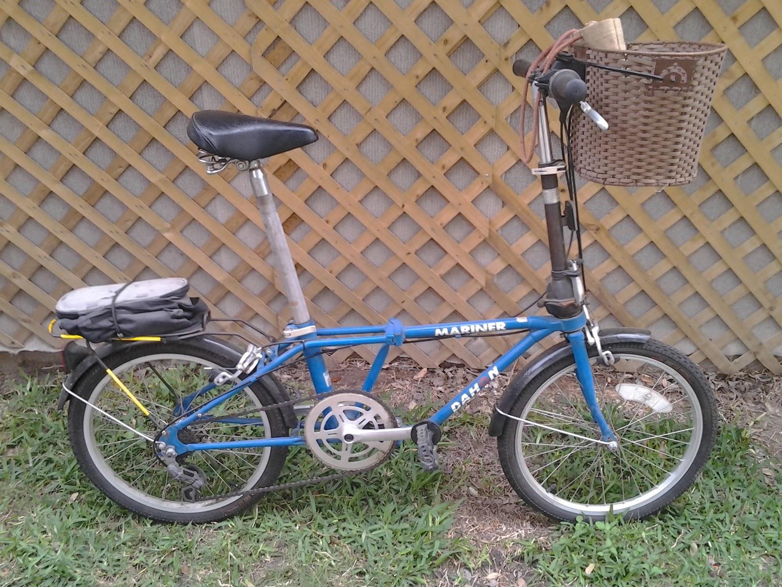 "<img src=""filename.gif"" alt=""'98 Dahon Mariner folding bicycle"">"