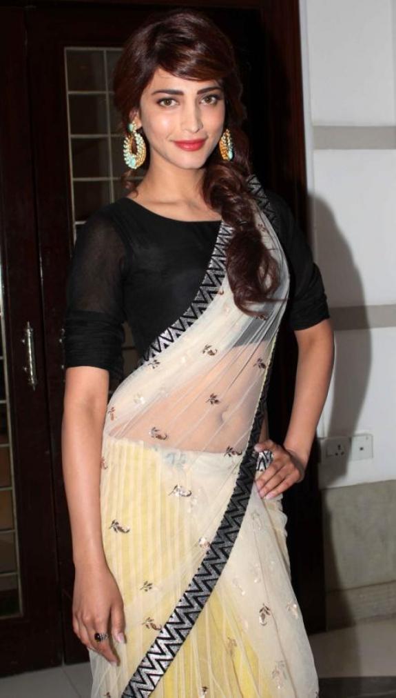 Actress Shruthi Hassan in Saree Hot Pictures