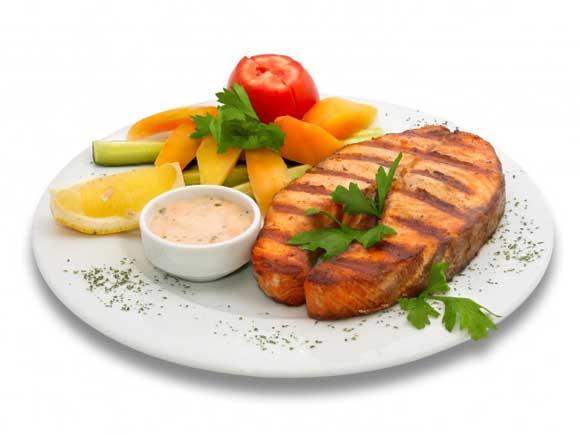 Горчичный соус является классической добавкой для селедки или соленой рыбы .