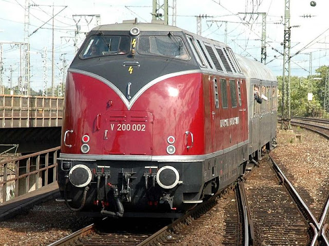 Gambar Kereta Api Lokomotif Diesel 12