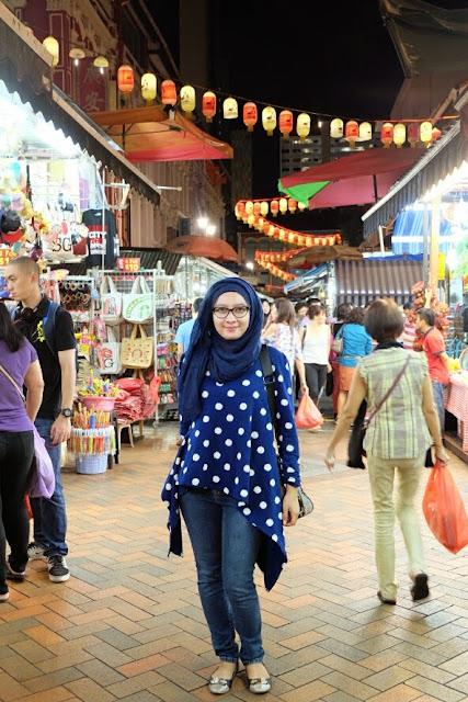 exploring chinatown singapore