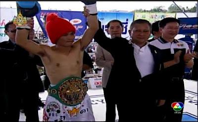 วิดีโอคลิปมวยสากล พงศักดิ์เล็ก ไก่ย่างห้าดาวยิม พบกับ ฮิโรฟูมิ มูไก (พงศักดิ์เล็ก ป้องกันแชมป์ฟลายเวต WBC 23 ธันวาคม 2554)