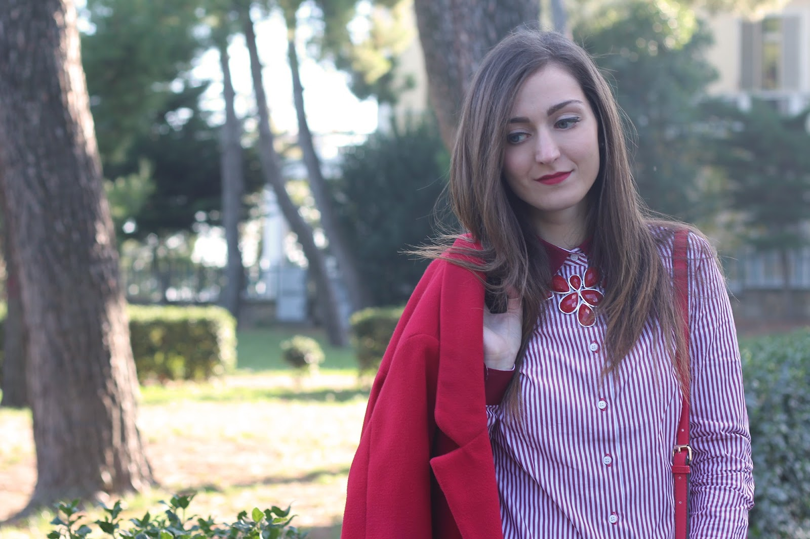 fashion blogger italian italy pescara girl style outfit red coat stripes choices sumissura camicia shirt pumps bow shoes heels janestone necklace jewerly bijoux new book bag