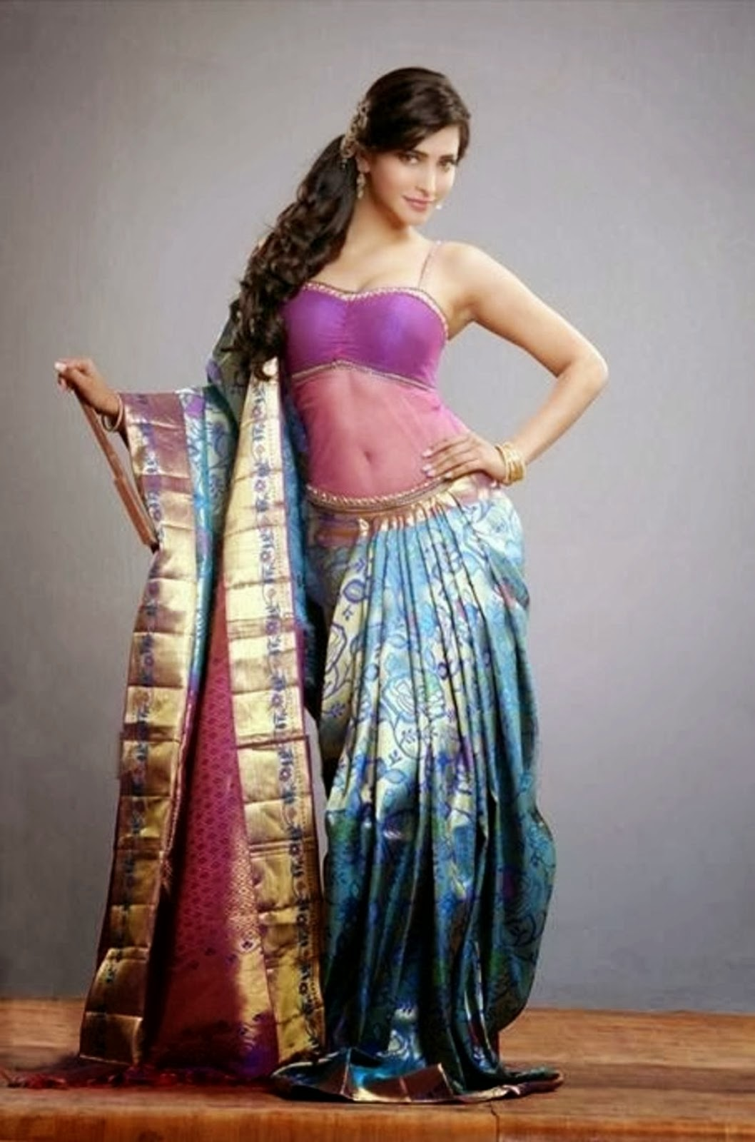Shruti Haasan looking like a Goddess in Fancy Saree