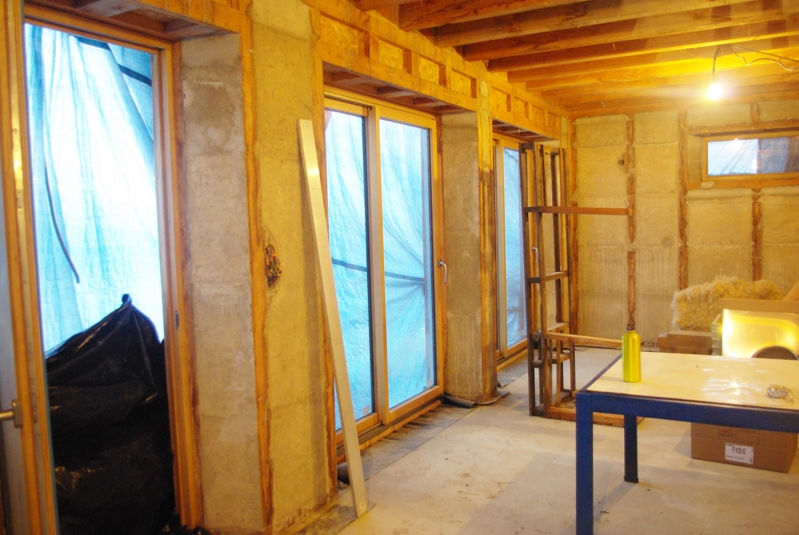 Notre maison ossature bois isolation paille pose des for Pose fenetre isolation exterieure