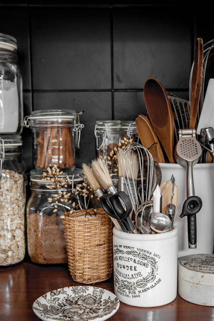 Simple details unique utensil holders - Unique kitchen utensil holder ...