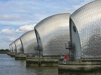 RISK OF FLOODING: THAMES BARRIER CLOSURE: