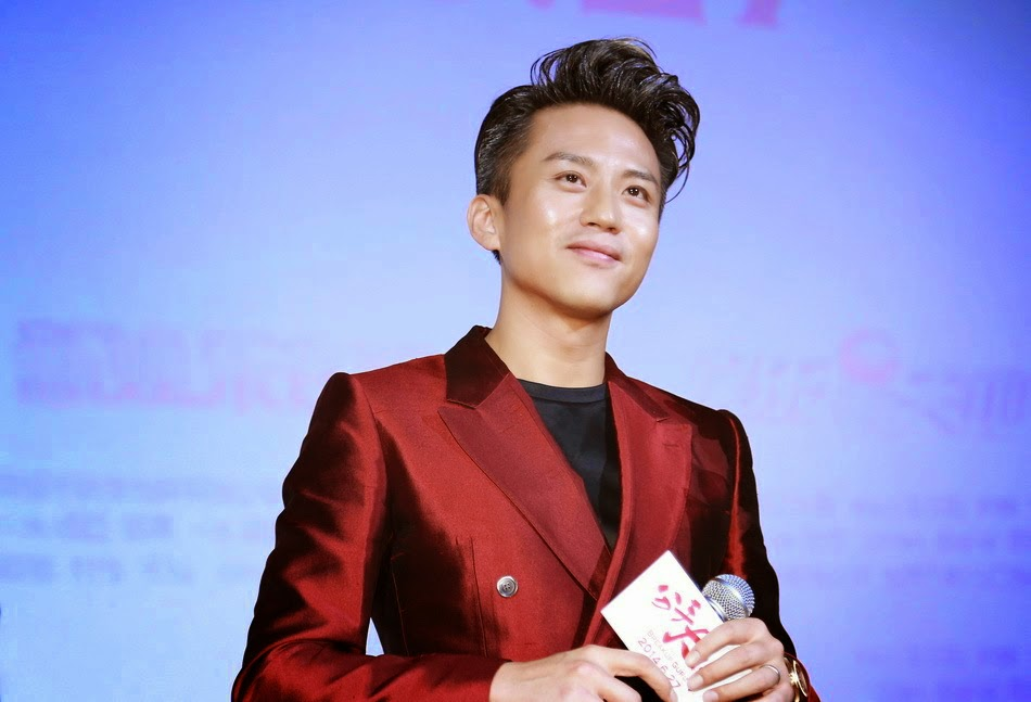 "Deng Chao en Dolce & Gabbana – ""The Breakup Guru"" Shanghai ..."