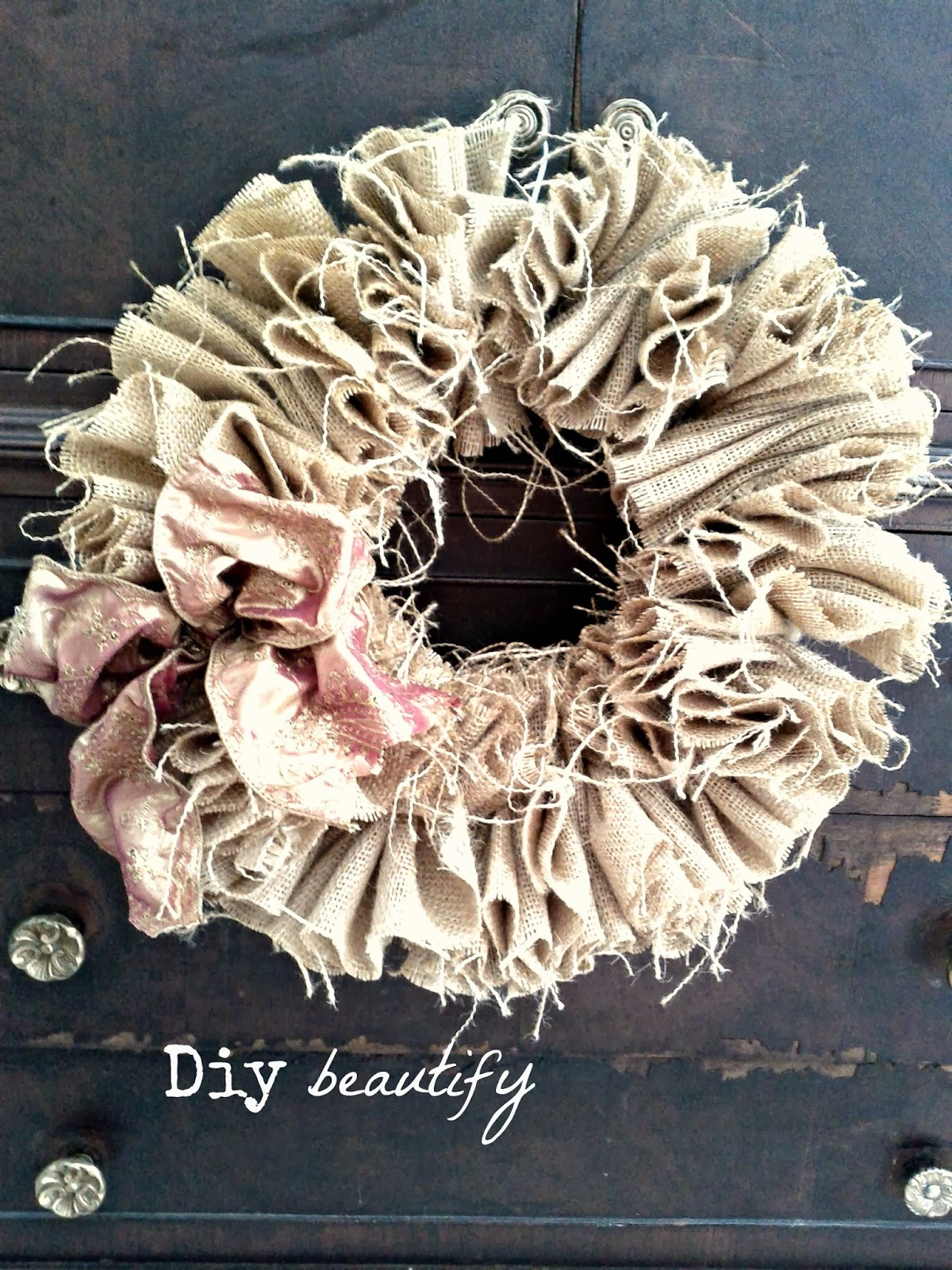 Features and How to Make Burlap Wreaths for Halloween   DIY beautify