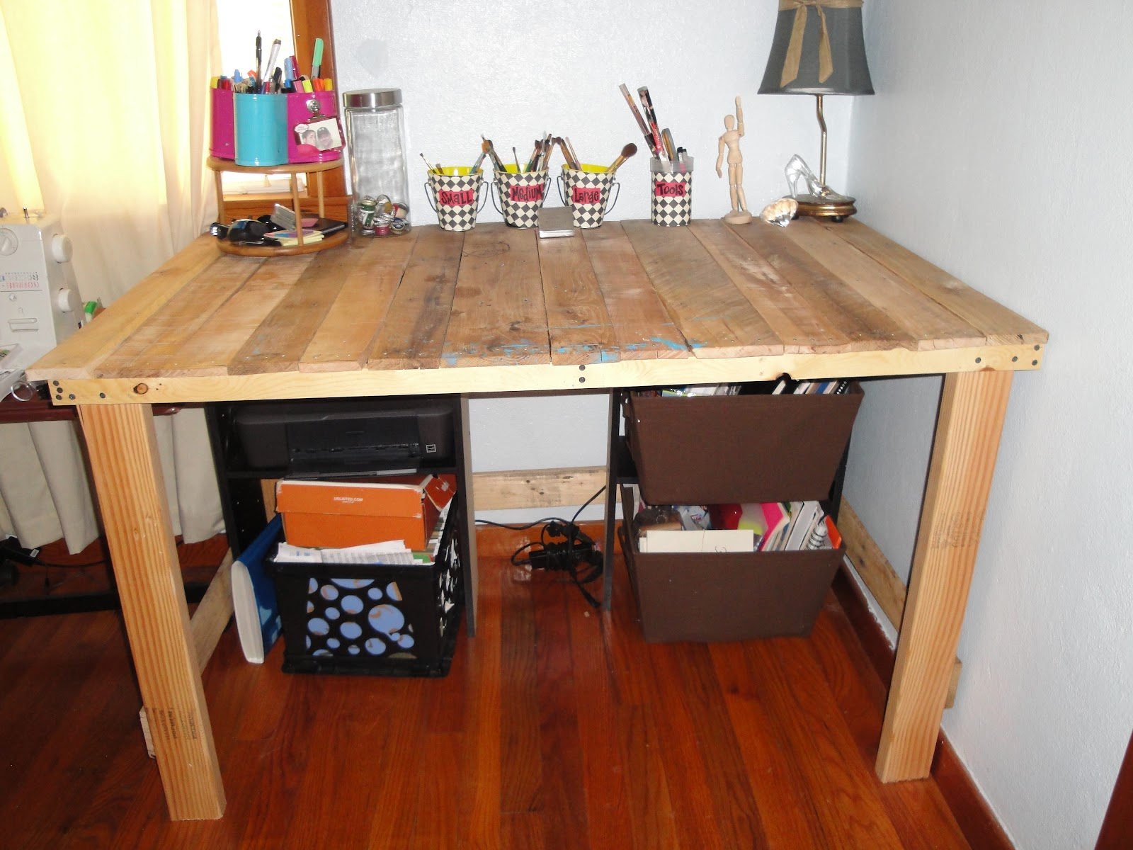 Tutorial DIY Industrial Desk From Upcycled Pallets