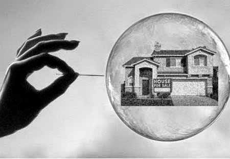 El estallido de la burbuja inmobiliaria dejó claro que los bancos no son asesores personales que miran por el bien de nuestras finanzas sino comerciales de productos que intentan sacar el máximo beneficio de sus clientes.