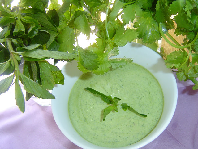 pakistani home cooking: mint chutney ,mint sauce