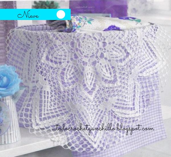Carpeta redonda con flor central tejida al crochet con patrones