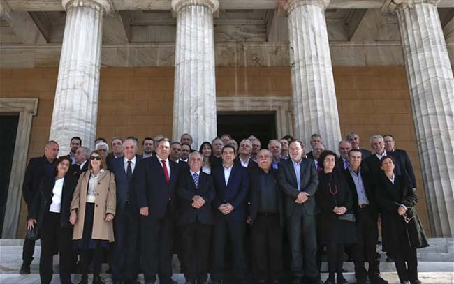Διασπάται και η κυβέρνηση: Άλλοι υπουργοί υπέρ και άλλοι κατά των εκλογών!