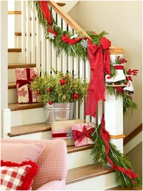 christmas decoration for stairs beautiful stairs decorated for ...