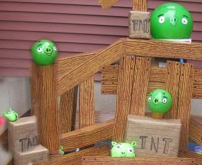 Top party ideas for kids 10 angry birds birthday party ideas centering a party around a larger than life scale kids game is a sure winner this is a do it yourself i found on the blog vickykozlek solutioingenieria Gallery
