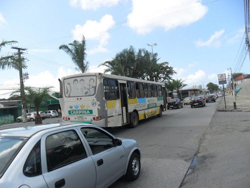 Sucata de ônibus circulando livemente