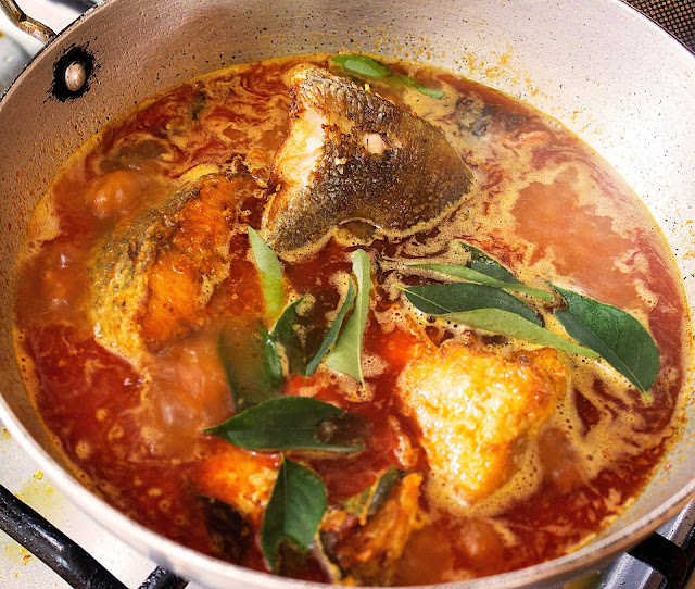simple fish curry recipe with curry leaves
