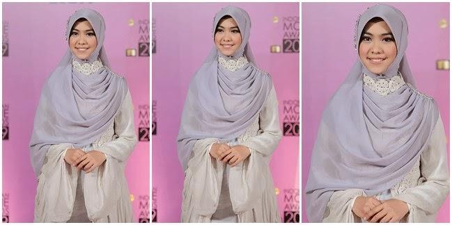 model baju pesta artis berjilbab Oki-Setiana-Dewi