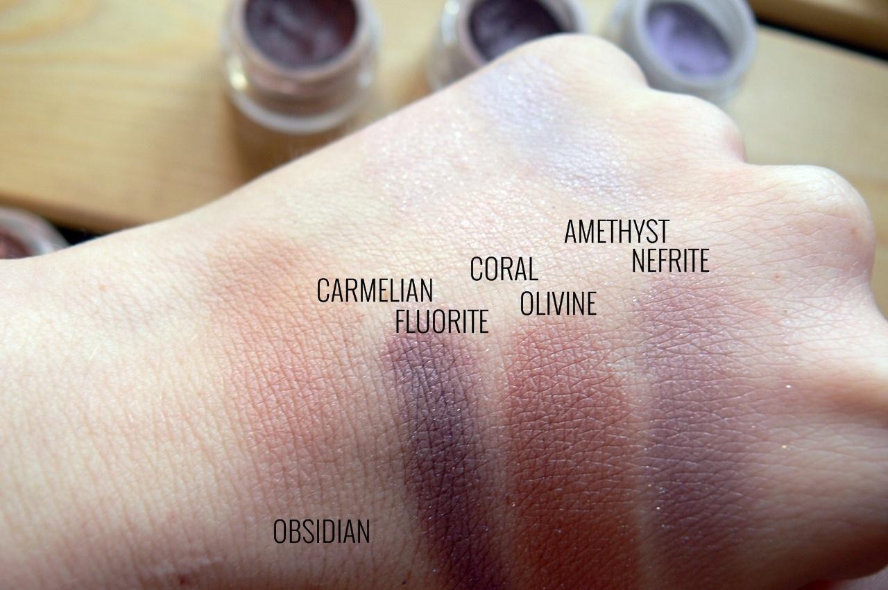 La Rosa - obsidian, fluorite, nefrite, carmelian, coral, amethyst, olivine na sucho