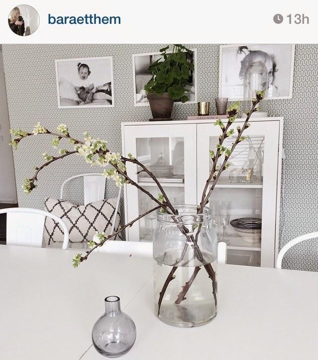 Inspiración para decorar espacios para la primavera: tonos gris, blanco y verde
