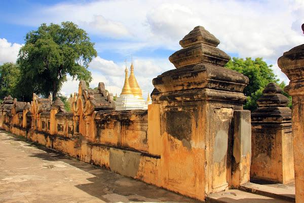 Monasterio de ladrillo Me Nu Oak-Kyaung en Ava
