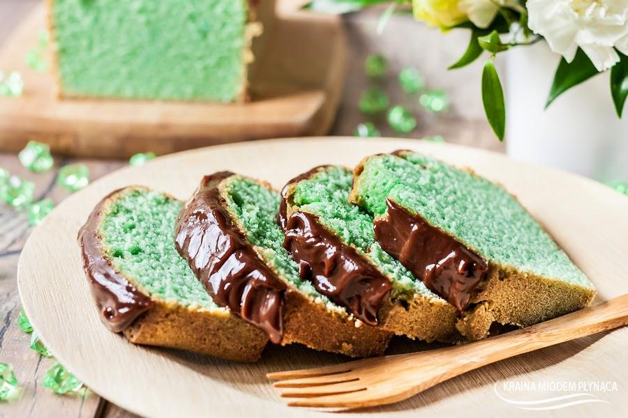ciasto z białek, ciasto na białkach, ciasto białkowe, białka, miętowe ciasto, ciasto z miętą, mięta z czekoladą, mięta w czekoladzie, ciasto z polewą czekoladową, polewa czekoladowa, ciasto miętowe z polewą, błyszcząca polewa