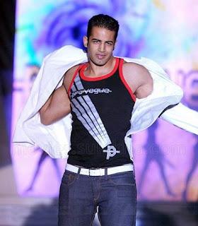 Shirtless Bollywood Men: Upen Patel