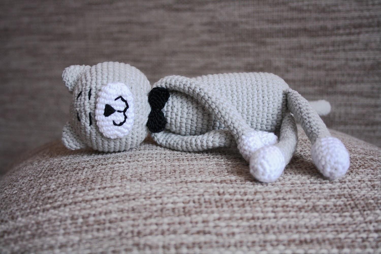 Кот связанный крючком аминеко