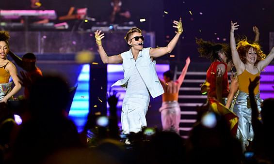 Justin Bieber singing in Dubai Concert