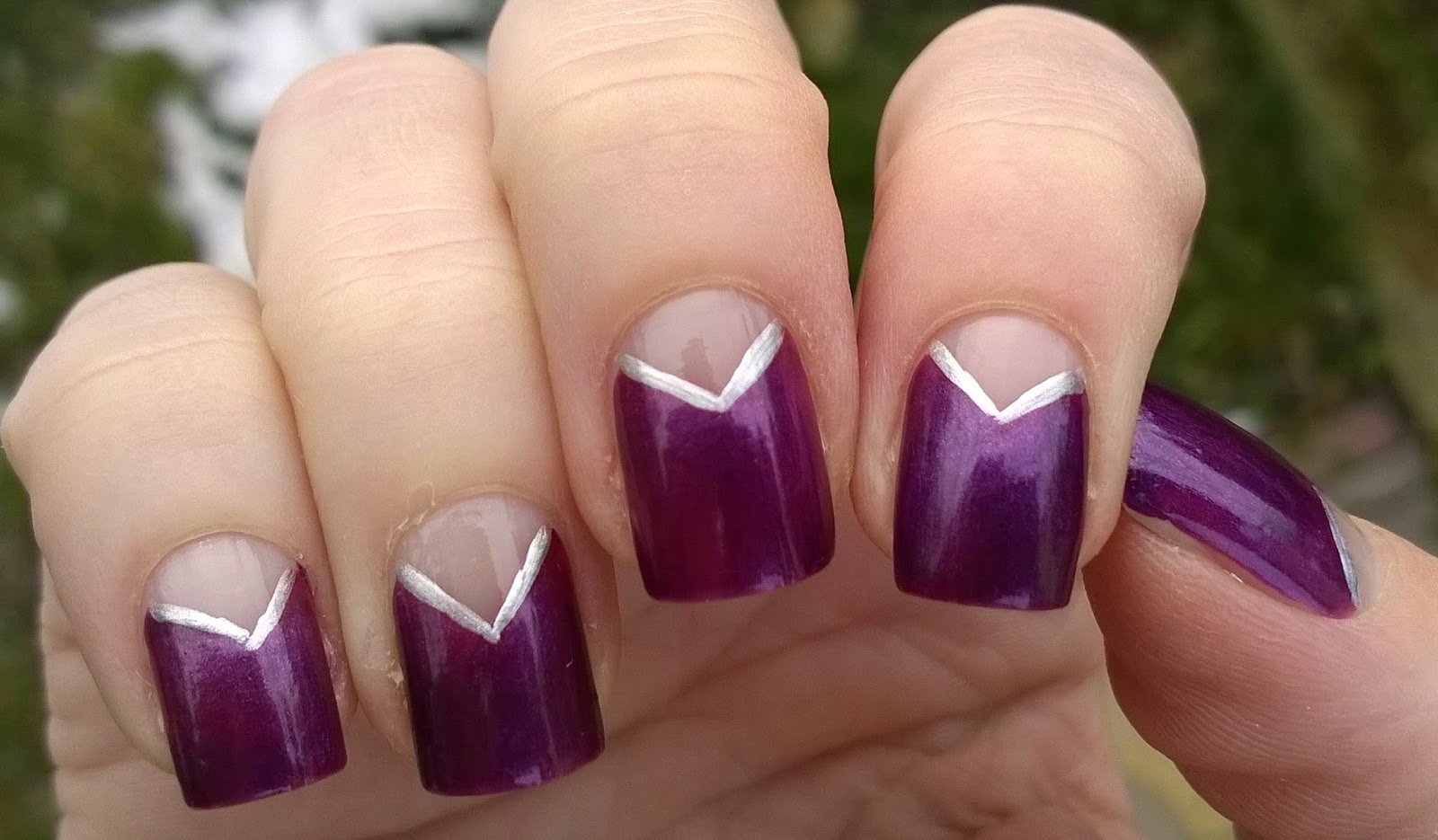 Life world women lilac and silver elegant v shape nail design lilac and silver elegant v shape nail design prinsesfo Images