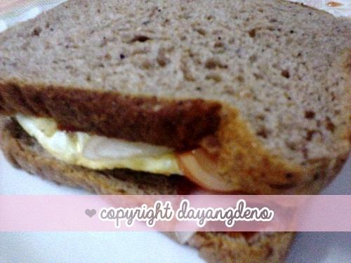 Roti Wholegrain Dan Telur