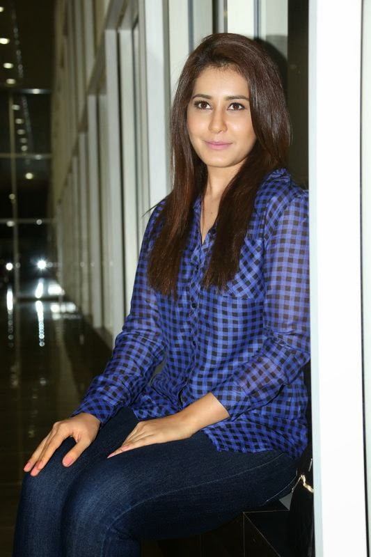 Raashi Khanna at Lakshmi Raave Maa Intiki Audio Launch