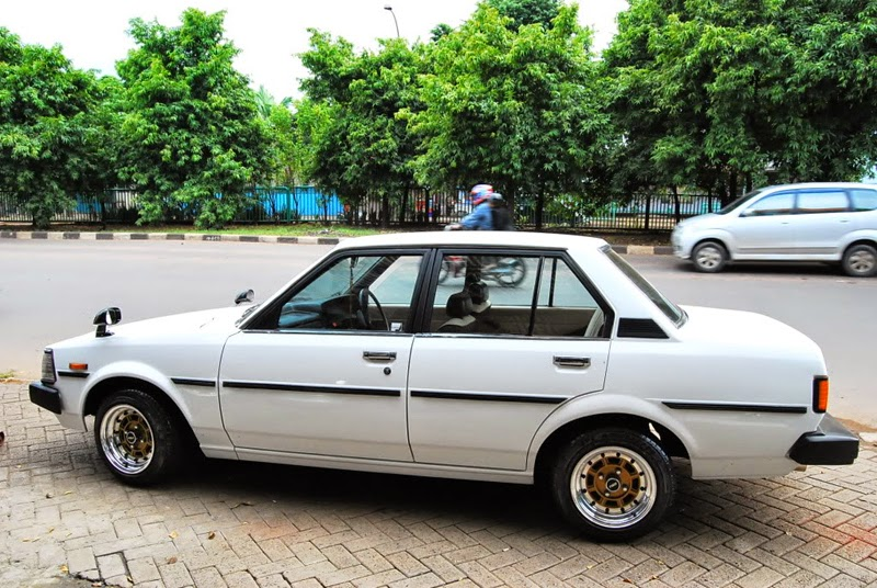 modifikasi mobil sedan toyota corolla dx
