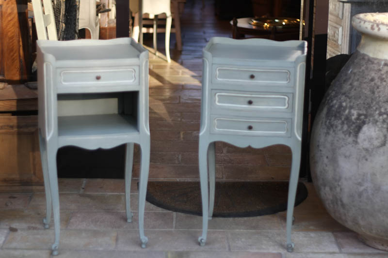 antiquit s brocante c te d 39 azur paire de chevets vendu. Black Bedroom Furniture Sets. Home Design Ideas