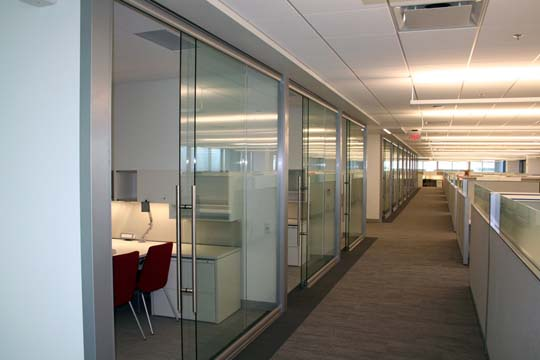 Elegant-and-simple-glass-office-panels