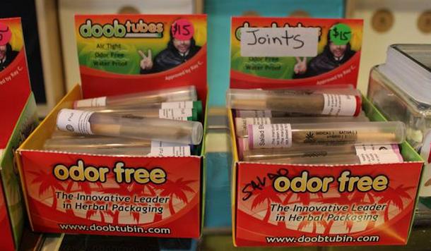 você pode comprar seu cigarro de maconha já apertado e embalado, preservando o aroma da iguaria