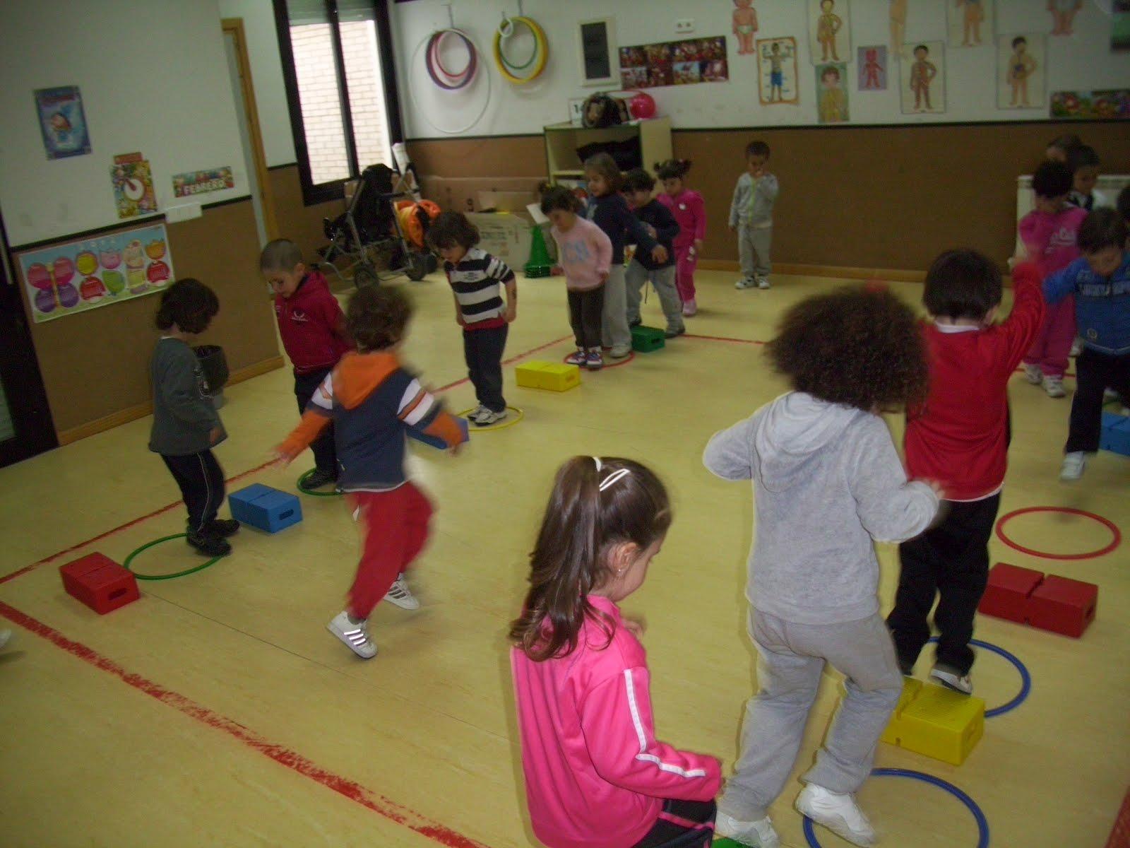 Quijotes y dulcineas andantes psicomotricidad 3 a os a for Actividades para jardin maternal sala de 2