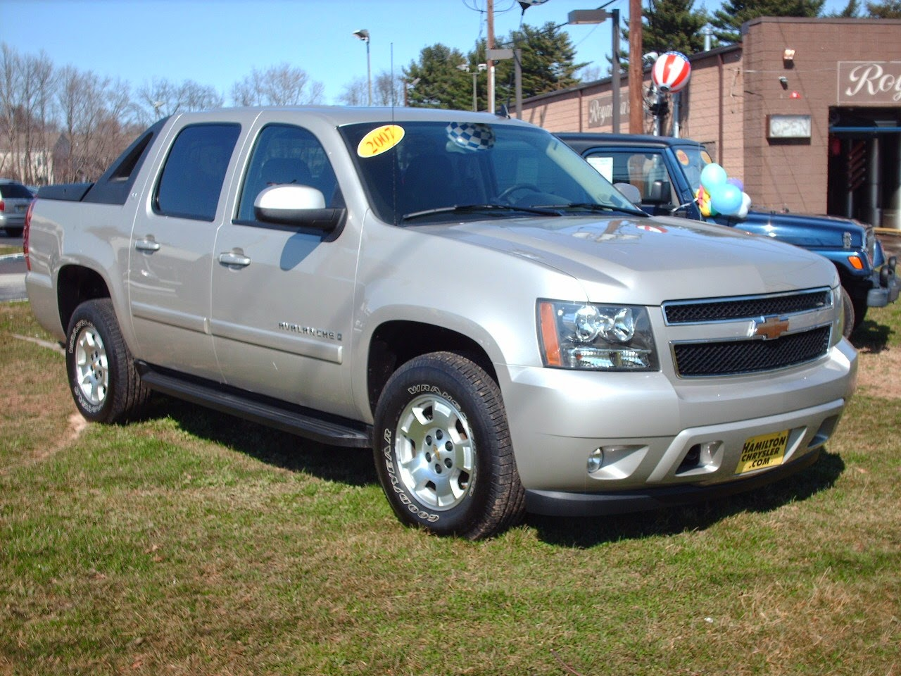 2015 chevrolet avalanche car prices pictures. Black Bedroom Furniture Sets. Home Design Ideas