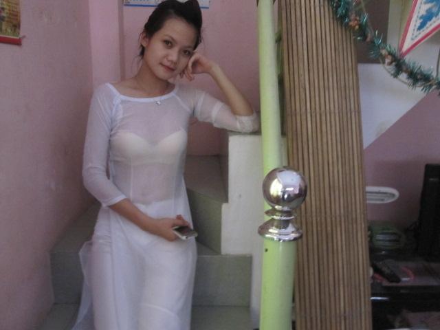 Nữ sinh với áo dài mỏng nhìn rõ đồ lót 19