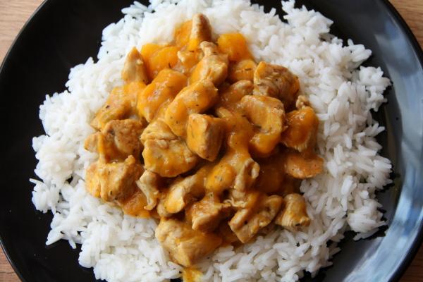 Kuchnia W Wersji Light Curry Z Kurczaka I Mango W Mleczku Kokosowym