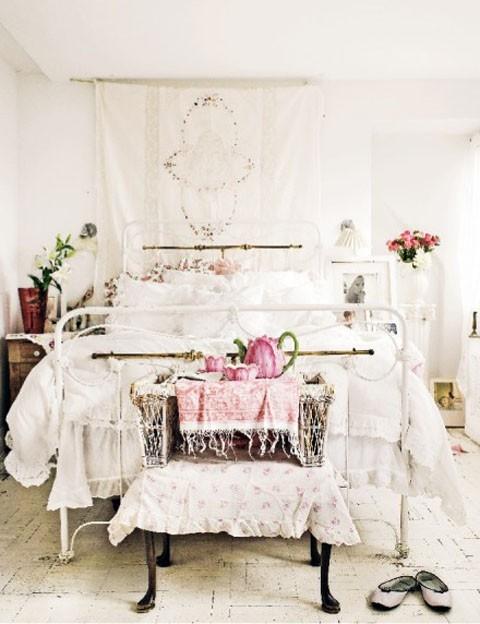 Idee fai da te per arredare la camera da letto in stile for Quanto costerebbe una casa con 5 camere da letto