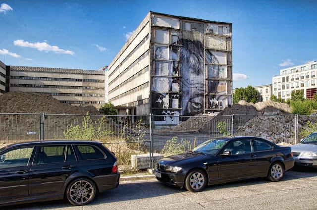"""JR, Graffiti, Art, Kunst, Artist, Baustelle Ordnungsmassnahme, Teilrückbau eines Verwaltungsgebäudes ehemaliges """"DDR-Bauministerium"""", Scharrenstraße / Breite Straße, 10178 Berlin, 01.10.2013"""