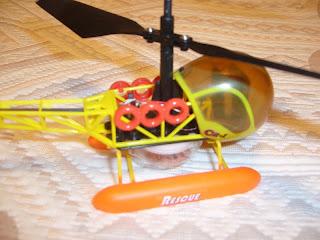 helicóptero a radio control marca Hobby Engine