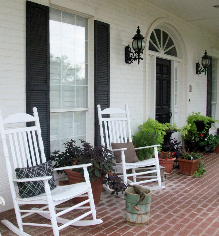 Laurieanna 39 s vintage home the farmhouse front porch in for Farmhouse front porch pictures